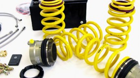 Hydraulic adjustment in combination with suspension springs